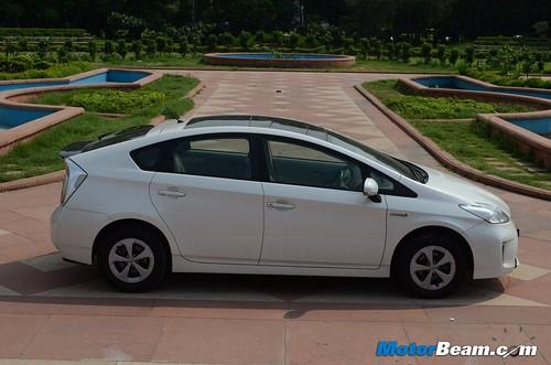 2013-Toyota-Prius-30
