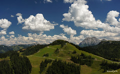 Hiking Austria (Borretje76) Tags: blue cloud white mountain mountains alps green beautiful berg weather clouds 35mm austria oostenrijk vakantie holidays sam sony wolken berge gras bergen alpen 18 enschede ferien wetter weer prachtig ostereich schones a580 borretje76 sony35mm18sam