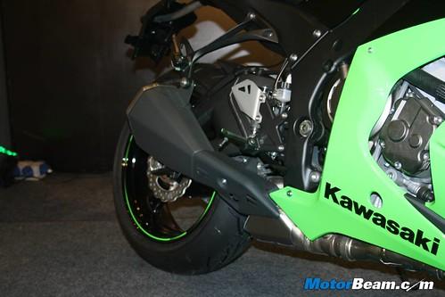 Kawasaki-Ninja-ZX-10R-08
