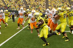 Byron Marshall for a TD (kellimatthews) Tags: green college yellow oregon football university ducks nike coaching