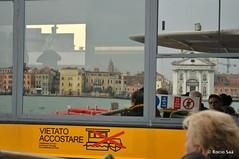RSJ_3802 (Rocio Saá) Tags: signs italia venezia vietato accostare