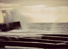 oggi (viaggiaresiii) Tags: light sea mare pace luce onde oggi tempesta onda orizzonte gocce silenzio cascate scirocco rumore cascatelle conche spruzzi schizzi lungaesposizione bagnato emozione risacca sensazione ilrumoredelmare tagviaggia