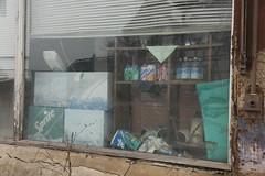Niedersachswerfen: Konsum-Schaufenster II (n0core) Tags: essen cola schaufenster nsw ddr nordhausen coca gdr fanta urbex einkauf konsum kaufhalle lostplaces niedersachswerfen fuldataler