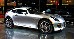 Pontiac Solstice coupe (SteveMather) Tags: ohio usa airport cleveland autoshow solstice oh pontiac 2008 coupe hopkins ix spe cle anthropics smartphotoeditor