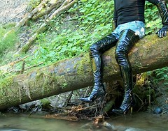 IM005288 (hymerwaders) Tags: wet river high boots thigh fluss overknee lack nass patent stiefel