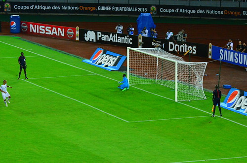 Andre Ayew (Ghana) scores his penalty past Boubacar Barry (Ivory Coast) to make it 3-2 in the 2015 African Nations Cup final penalty shoot-out