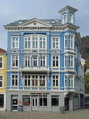 Bergen - Sentrum (fb81) Tags: house building norway port norge center cobblestone bergen hordaland hanseatic byfjorden