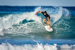 Black shirt twist - Tallow Beach surfers (sbyrnedotcom) Tags: ocean sea beach waves action australia surfing nsw surfers byronbay tallowbeach