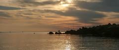 Luces, sombras...... y Paty? (josmanuelvaquera) Tags: sol luces mar agua nubes cielos sombras ceuta amaneceres