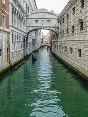 Aaaaawwwwwww.... (Puente de los Suspiros, Venecia) (Leandro Fridman) Tags: puente canal arquitectura agua nikon urbano venecia d60