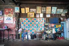 restaurant (kuuan) Tags: street leica color wall thailand restaurant king photos sony m mf manualfocus woodhouse f4 a7 voigtlnder royals skopar 21mm chanthaburi kingbhumibol voigtlndercolorskoparf421mm