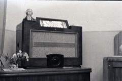 para visualizar no site, em grande, e em movimento seguir este link http://ift.tt/28UrQGK (sombrasdealguem) Tags: film vintage found photography photo market feira da antiga fotografia flea rolos ladra encontrados