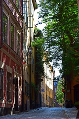 A street in Gamla Stan - Stockholm Old Town (KWaterhouse) Tags: cobblestone street gamlastan stockholm oldtown sweden sunlit dappled summer nikond5300