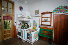 Interior of cottage Zalipie (krzysztof_los) Tags: fotografia foto zalipie malowana chata 2016 cottage interior indoor room folklore bookshelf konkurs wie wnetrze domu chapy