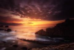 Aardecer en la Playa de la Arna (Mer SGarca) Tags: light sunset seascape luz canon landscape landscapes mar seascapes paisaje marcantbrico marcantabrico paisajedemar atarder paisajedeluz iscantabrianaturalezasitios cantabrianaturalezavalle cantabriaturismo nisifilters