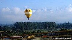 Beautiful balloon (VCLS) Tags: vcls brasil brazil balloon balo valmir valmirclaudinodossantos cu cloud nuvem sky rvore tree landscape paisagem montanha mountain foto fotografia picture bonito beautiful airplane avio ar air pindamonhangaba photo cor color voar voo flight