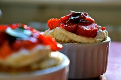 Cupcakes (louise garin) Tags: cakes cupcakes strawberry lumire t fraise chantilly gteau fruitsrouges