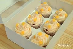 Cupcakes de Chocolate Blanco (charly's cakes) Tags: cupcakes chocolate royal icing aroma fondant buttercream fresa vainilla bizcocho royalicing chocolateblanco