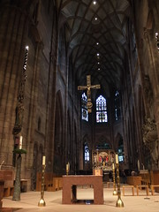 view into the choir of the cathedral (BZK2011) Tags: choir cathedral altar kreuz freiburg minster chor
