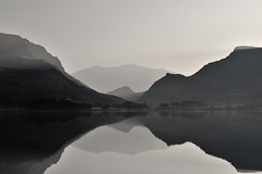Llyn Nantlle - living with Giants (Kevin OBrian) Tags: uk lake wales walking nationalpark snowdon llanberis snowdonia peninsula gwynedd eryri bigpicture llyn northwales nantlle mountsnowdon kevinobrian