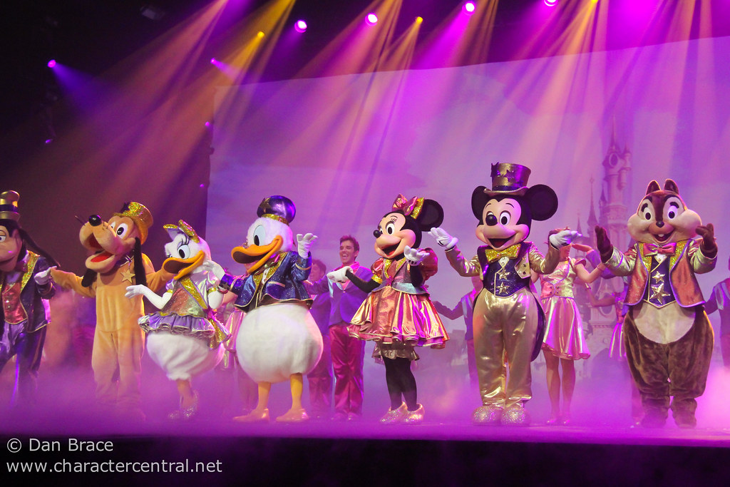 gala dinner show at disney character central
