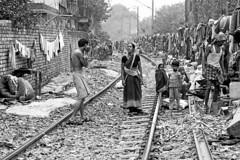 slums kolkata (daniele romagnoli - Tanks for 25 million views) Tags: people india nikon asia hinduism kolkata indien calcutta slum ganga slums inde d800 sangam ferrovia westbengal インド gange indija 印度 tradizione הודו الهند romagnolidaniele