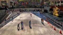 Rockefeller Center (emptyseas) Tags: nyc sculpture usa newyork ice nikon rockefellercenter skaters rink topoftherock bollards prometheus d80 emptyseas