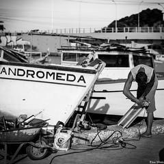 _DSC1241 (TheoWentz) Tags: street men brasil boot 50mm mar nikon barco cotidiano vitria mann rua theo homem trabalho espiritosanto wentz d7000 brasilemimagens theowentz