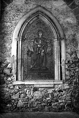 Mosaico della Torre di mezzo (n i n a y) Tags: trix olympus mosaico 150 rodinal taormina om2n 400200 zuikolens