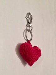 #porte-clé gros #coeur en #laine style #amigurumi réalisé au #crochet en vente ici: http://m.alittlemarket.com/#product/display_product_details/13002351 #diy #tricot #déco #décoration #sac #saintvalentin #amour #amoureux (mumukafrine) Tags: tricot diy crochet sac coeur amour porte amigurumi décoration déco amoureux laine saintvalentin