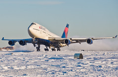 Snow Storm (jp.marottta) Tags: travel snow storm tourism aviation loganairport takeoff dl jumbo thrust deltaairlines b747400 b744 n668us kbos nikond90 queenoftheskies planeporn