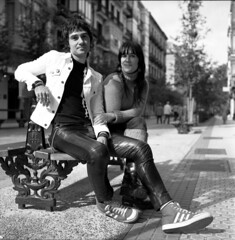 G & A (imanol6x6) Tags: street portrait blackandwhite bw 120 6x6 film eh rolleiflex mediumformat landscape mf nophotoshop sansebastian ilford fp4 f28 donostia trl 125 500x500
