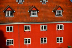 DSC_0469 (chupoptero) Tags: windows denmark kbenhavn brightred kastellet cophenhagen