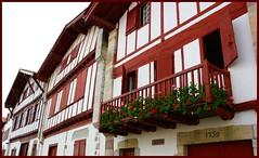 Rouge basque (Vince Arno) Tags: france maison fentre ainhoa colombages pyrnesatlantiques