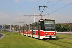 2016-05-03, Praha, Hradcansk (Fototak) Tags: tram praha czechrepublic strassenbahn tatra ligne8 kt8 9071