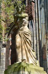 Utrecht, het vrijheidsbeeld voor de Domtoren, Nederland 2016 (wally nelemans) Tags: holland utrecht domtoren nederland thenetherlands statueofliberty 2016 vrijheidsbeeld
