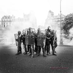Un pour tous...tous pour un... (Michael.Hivet) Tags: france place 26 nation protest police el demonstration mai travail manifestation loi crs 2016 khomri