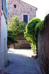 (Marine) Tags: trip travel france colorful europe catalonia catalunya collioure roussillon southoffrance    quietplace littlestreet  fauvism ctevermeille  catalunyanord  catalancountries northerncatalonia
