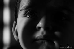 """""""31/365: me enamoras cada vez que me miras..."""" (Josune Martin) Tags: blackandwhite byn blanco sol de y gente retrato negro nia ojos campo bebe mirada sombras genre  pestaas monocromtico profundidad"""