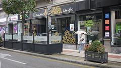 OPC 171015 095 (Jusotil_1943) Tags: opc171015 urban bar cafe terraza jardinera paraguas