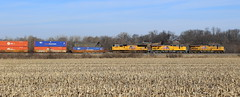 Aerodynamic (JayLev) Tags: up train stack chillicothe curve wedge aerodynamic houlihans edelstein