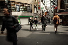 Fantmes (www.danbouteiller.com) Tags: japan japon japanese japonais people tokyo shinjuku city ville urban photo de rue photoderue street streetscene streetlife streets streetshot canon canon5d eos 5dmk2 5d 5d2 5dm2 samyang samyang14mm 14mm blur blurred
