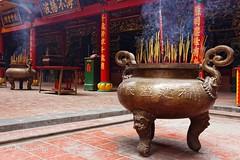 Quan Am Pagoda, Saigon (fabeyes) Tags: temple pagoda buddhist vietnam saigon incense bouddhisme cholon quanampagoda