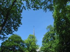 Vadstena 1 (greger.ravik) Tags: tornspira kors kyrktorn kyrktak church cross rooftop vadstena klosterkyrka tro kristendom