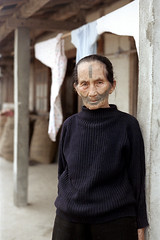 32-085 (ndpa / s. lundeen, archivist) Tags: nick dewolf nickdewolf 32 reel32 color photographbynickdewolf 1970s 1972 fall film 35mm winter republicofchina taiwan taiwanese eastcoast easterntaiwan hualien hualiencounty easterncoast village people woman oldwoman facialtattoo facialtattoos tattoo tattoos atayal aborigine sweater china chinese 1973