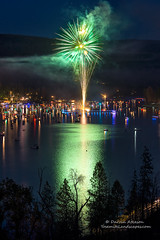A Sierra Star blooms green over Bass Lake (Darvin Atkeson) Tags: california light lake snow mountains reflection water rain forest day glow fireworks bass nevada 4th july sierra pines shore independence 4thofjuly basslake oakhurst elnino 2016 darvin atkeson darv lynneal yosemitelandscapescom