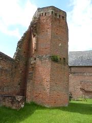 Bradgate House  Square Tower  P1030036 (LesD's pics) Tags: ruins ladyjanegrey squaretower bradgatehouse