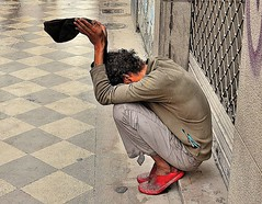 DESANGELADO (ala_j22) Tags: pobreza mendigo homeless poverty indigence indigencia neediness necesidad exclusion abandoned desolate descuidado solitario