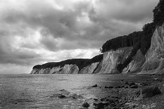 (derkleinebiber) Tags: sea seascape beach rock landscape coast blackwhite rocks meer stones rocky balticsea cliffs rgen landschaft ostsee steilkste kste