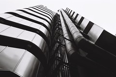 Lloyd's Building and Willis Building geometries #1 (fabiolug) Tags: leica city blackandwhite bw abstract building london film lines architecture contrast 35mm buildings blackwhite geometry voigtlander curves perspective shapes rangefinder line fujifilm m6 cityoflondon acros lloydsbuilding leicam6 willisbuilding londonist acros100 filmphotography contemporaryarchitecture geometries leicam6ttl fujifilmneopanacros100 fujifilmacros100 voigtlandernokton35mmf14 voigtlandernoktonclassic35mmf14 voigtlander35mmf14 leicam6ttl072 believeinfilm